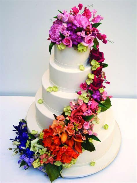 Bridal Fashion Show : wedding cake with flowers