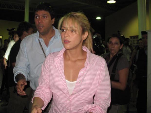 Shakira assina convênio para educação infantil (Foto: Alba Valéria Mendonça/G1)