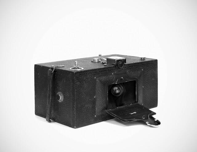 Cámara Kodak Panoram cerrada