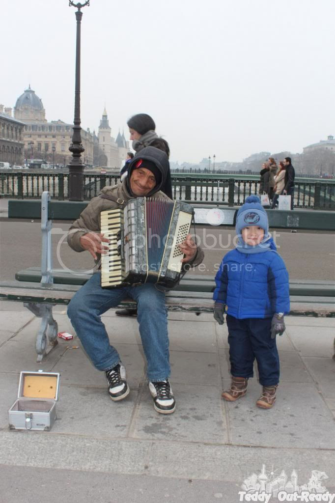 Paris Street Performer