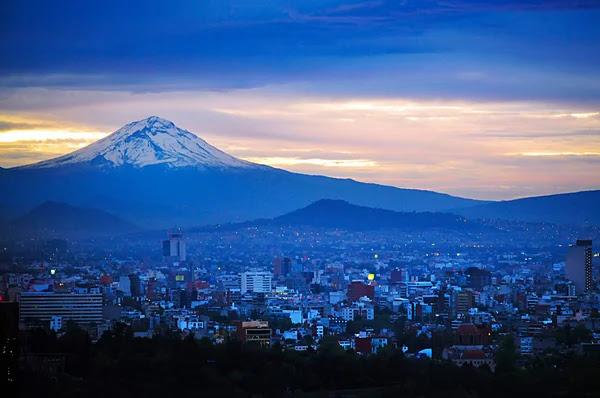 Vista aérea del paisaje de la montaña del volcán Popocatépetl — Foto de Stock #53023131