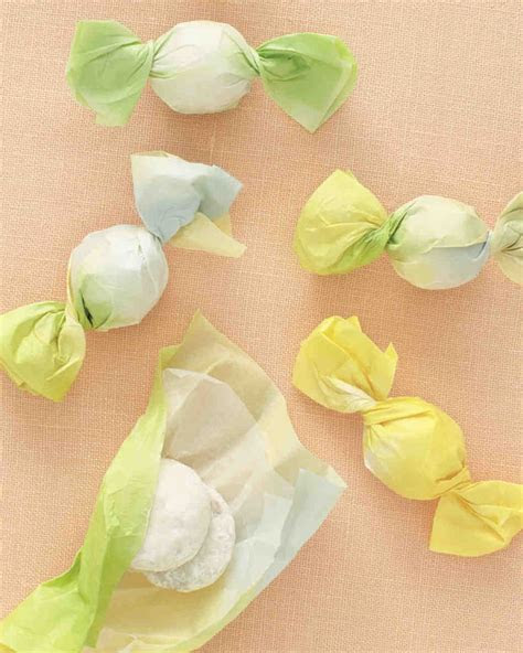13 DIY Wedding Favor Ideas for a Spring Celebration