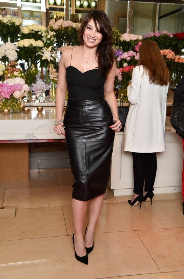 how to wear black leather skirts 2020  fashiontasty