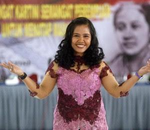 A filipina Mary Jane Veloso, 30 anos, condenada à morte por tráfico de drogas na Indonésia (Foto: EFE/Bimo Satrio)