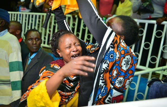 Des proches des étudiants massacrés à la Garissa University College au Kenya, le 4 avril 2015.