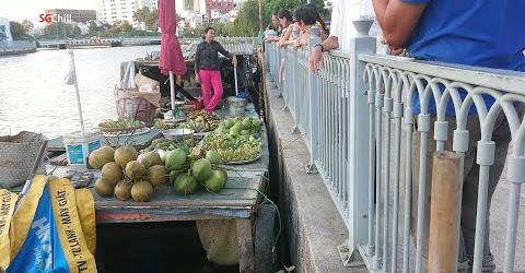 """Ghé """"chợ nổi Sài Gòn"""" quận 1 mua trái cây đặc sản miền Tây"""