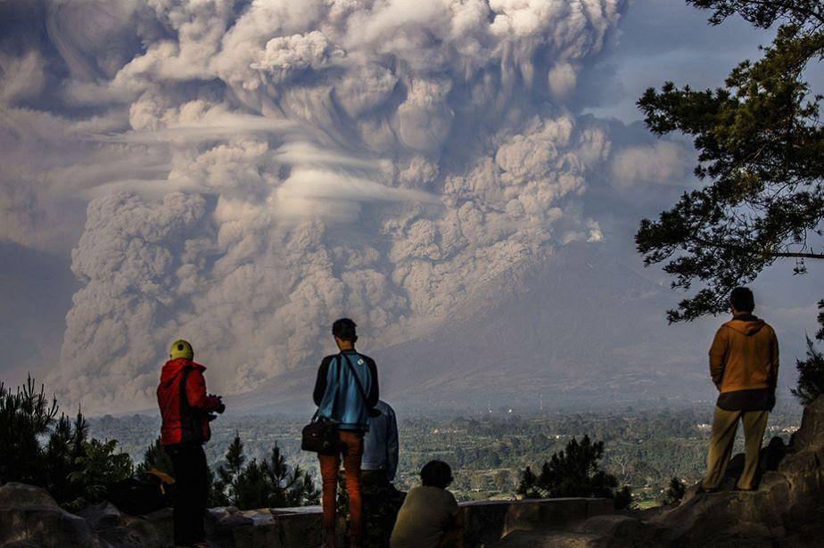 Indonesia: Mount Sinabung volcano erupts