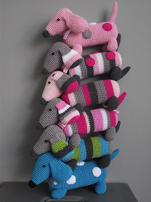 So Cute! (from the dutch description...) A whole stack of little dachshund hooked, the fun every time a different color to invent. Now once again with something else to work for a change.