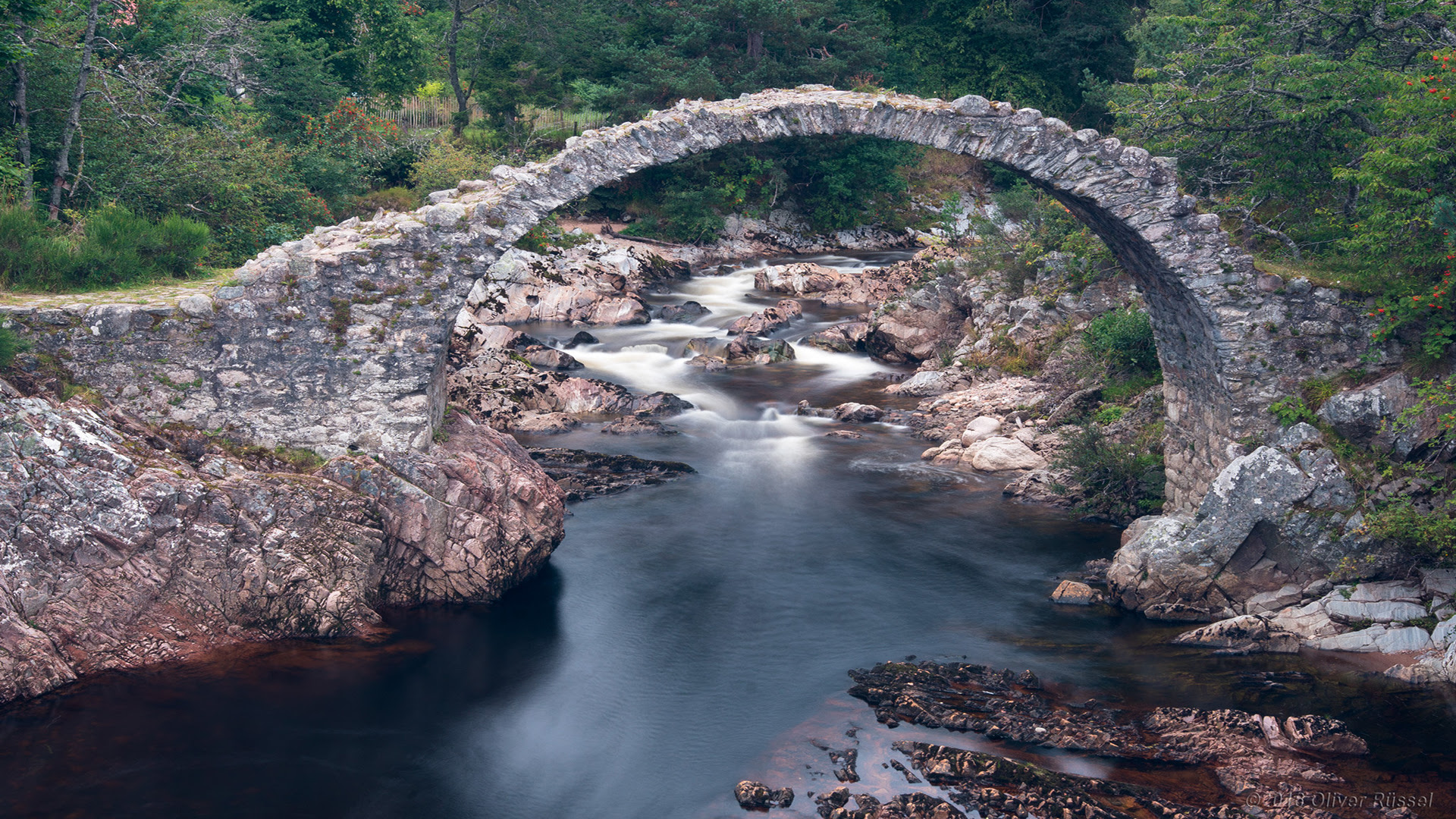 oldest stone bridge in the Highlands [1920x1080]