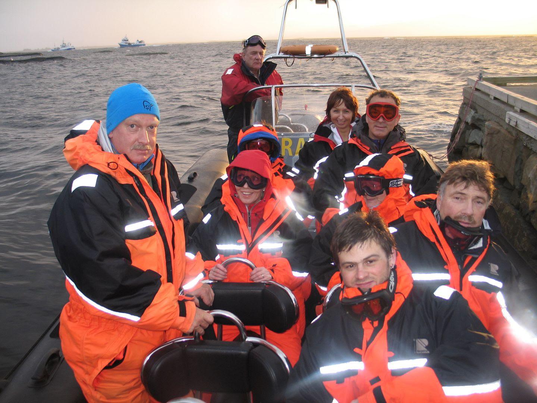 Gjengen i båten igjen - nå er vi klar for skikkelig action utaskjærs, woo-hooo! :P