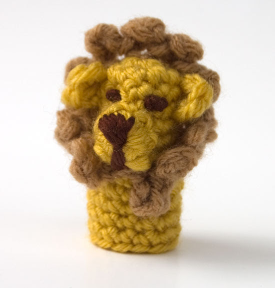 Lion Finger Puppet crochet free jungle animal play toy