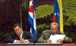Fidel y Chávez el 14 de diciembre de 2004 en La Habana firmando juntos el Acuerdo para la aplicación del ALBA