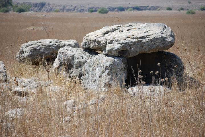Un dolmen cerca de Givat Bazak - al este de Gamla.