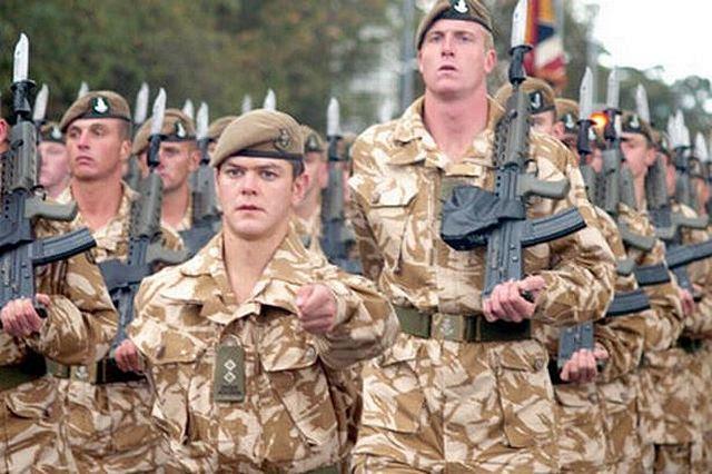 Soldados del ejército británico del Regimiento 2 º Batallón Yorkshire fueron enviados a Arbil, como aviones de la RAF continuó misiones de reconocimiento para ayudar a la lucha contra el Estado islámico (IS) militantes. Estaban en la capital de la región del Kurdistán iraquí durante 24 horas para preparar el terreno para una posible operación de rescate con helicópteros Chinook.