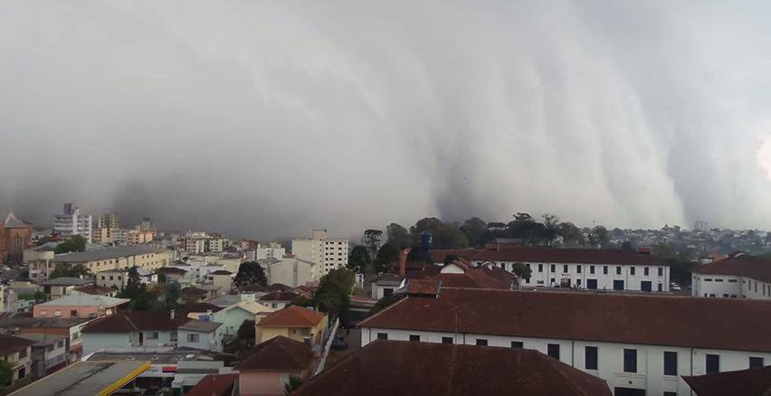 βίντεο καταιγίδα, θύελλα, καταιγίδα σύννεφο βίντεο, σύννεφα βίντεο, τα σύννεφα φωτογραφία Βραζιλία, τρομοκρατώντας τα σύννεφα καταπιεί πόλη στη Βραζιλία, τρομοκρατώντας τα σύννεφα Caxias do Sul, Caxias do Sul καταιγίδα, Caxias do Sul σύννεφα βίντεο
