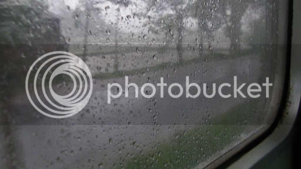 Pergi dari malang dilepas oleh hujan deres
