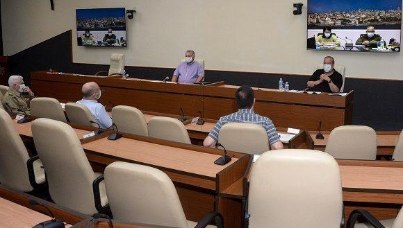 Díaz-Canel hizo referencia a un grupo de aspectos que hay que seguir tomando en cuenta en esta etapa que vive la nación, como el fortalecimiento del pesquisaje y el autopesquisaje