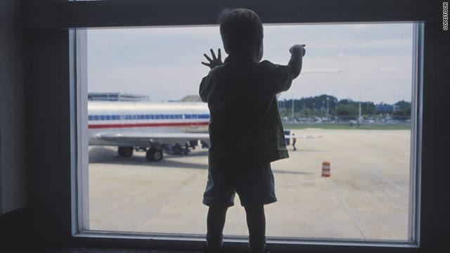 http://i.cdn.turner.com/cnn/2010/TRAVEL/07/12/flying.with.kids/t1larg.jpg