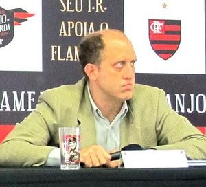 Marcelo Vido, Eduardo Bandeira de Mello e Alexandre Póvoa coletiva Flamengo (Foto: Matheus Tibúrcio)