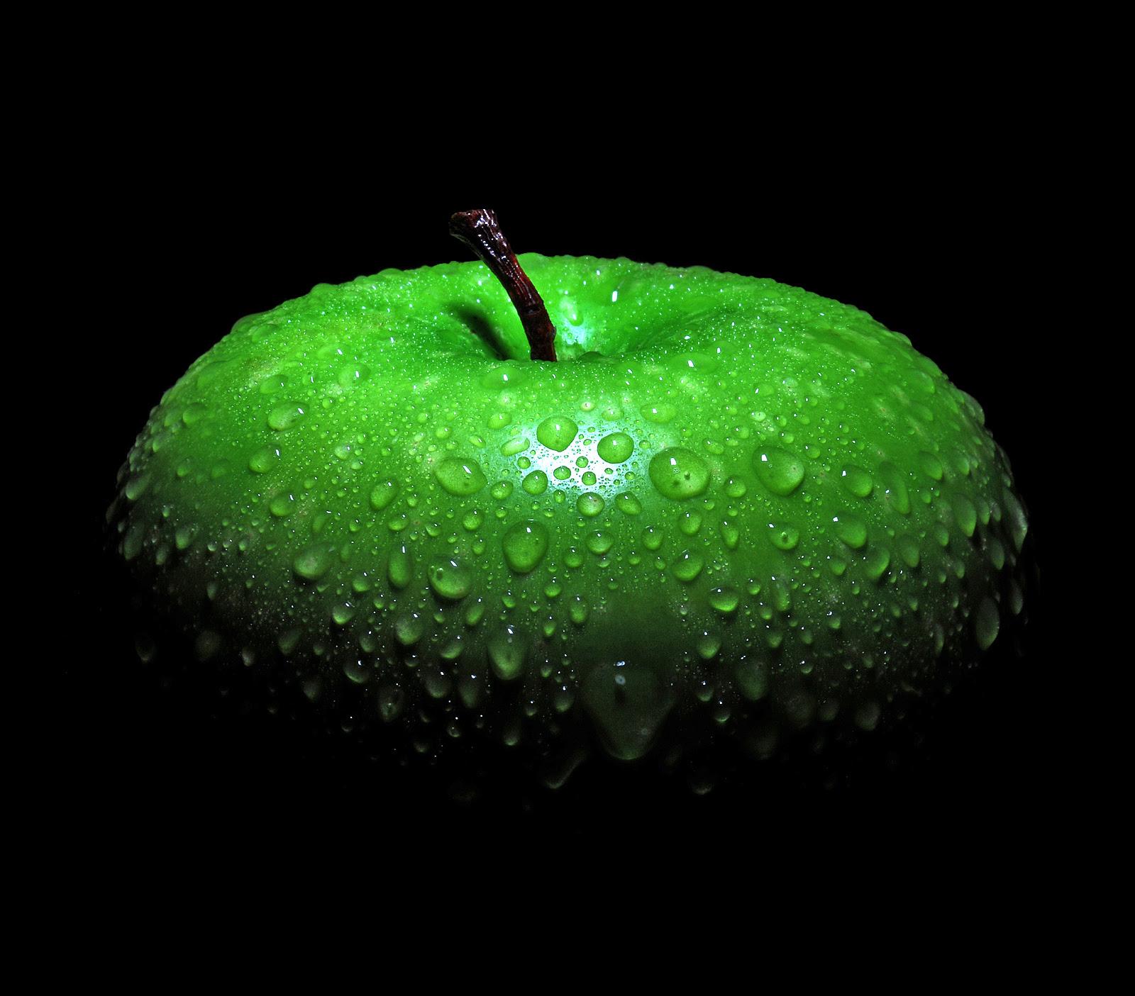 green apples black background HD Wallpaper
