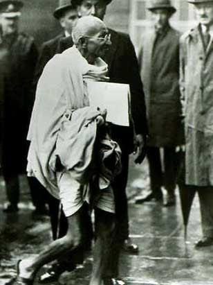Ficheiro:Gandhi Saint-James.jpg