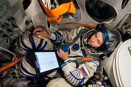 Батюшка освятил корабль перед полетом на МКС первого в мире «киноэкипажа»