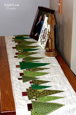 free pattern for table runner. This is so neat! What a cute idea for green scraps! MF