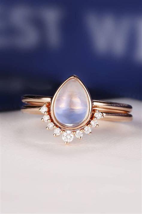 Best 25  Moonstone engagement rings ideas on Pinterest