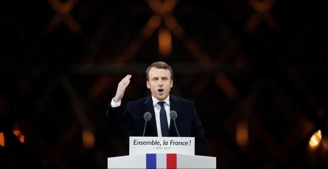 Emmanuel Macron, durante su discurso como ganador de las presidenciales francesas junto al museo del Louvre, en París. - REUTERS