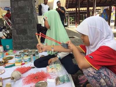 Kampung Hompimpa Hadir Untuk Memperkenalkan Kembali Permaian