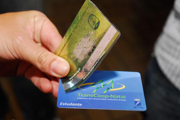 A identidade estudantil dá direito a desconto de 50% nas passagens de ônibus urbanos em Natal