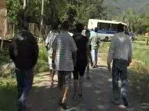 Retira Moradores 2 - Caraguá (Foto: Reprodução/ TV Vanguarda)