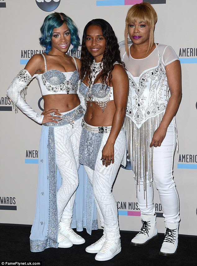 DIVAS SNAPPIN: T-BOZ AND CHILLI JOINED BY LIL MAMA SNAP BACK HITTING THE STAGE - DivaSnap.com