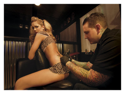 Tattoos on Tattoo Pin Up Girl Gicl  E Druck Von David Perry Bei Allposters De