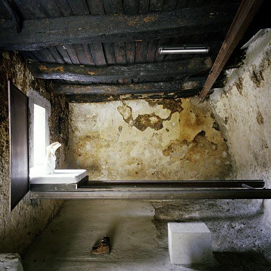 perierga.gr - Ξενοδοχείο προσφέρει διαμονή σε... ερείπια!