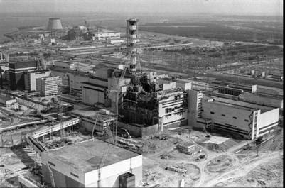 La planta de Chernobyl, en una foto tomada en 1986, tras la explosión de uno de sus reactores./ AP