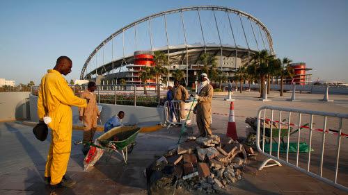 Redazione di Operai Contro, I mondiali, le olimpiadi sono occasioni per i padroni, per fare profitti. Sono stati migliaia gli operai assassinati per la realizzazione delle infrastrutture Nel Qatar si […]