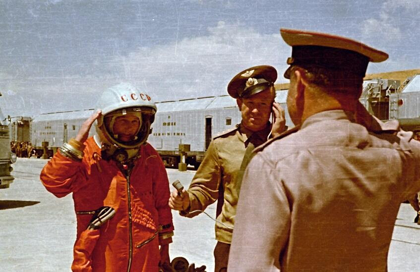 Jun16-1963-tereshkova-with-leonov