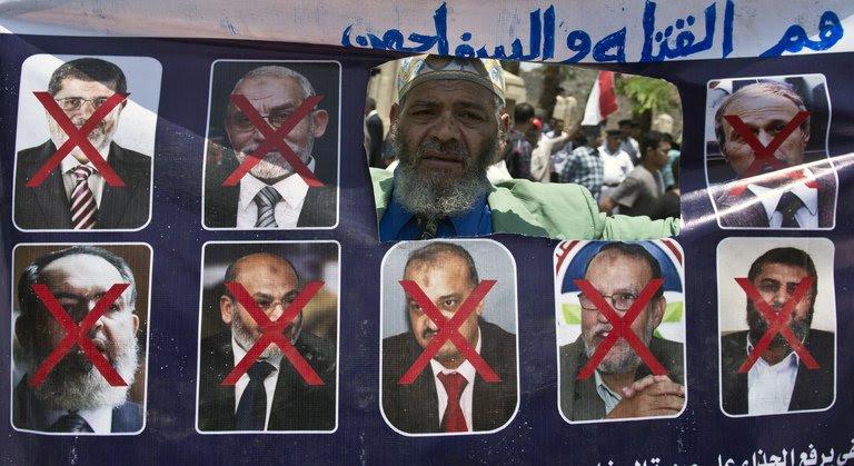 Nuevo gobierno ha estado acorralando y encarcelar a los miembros de la Hermandad Musulmana
