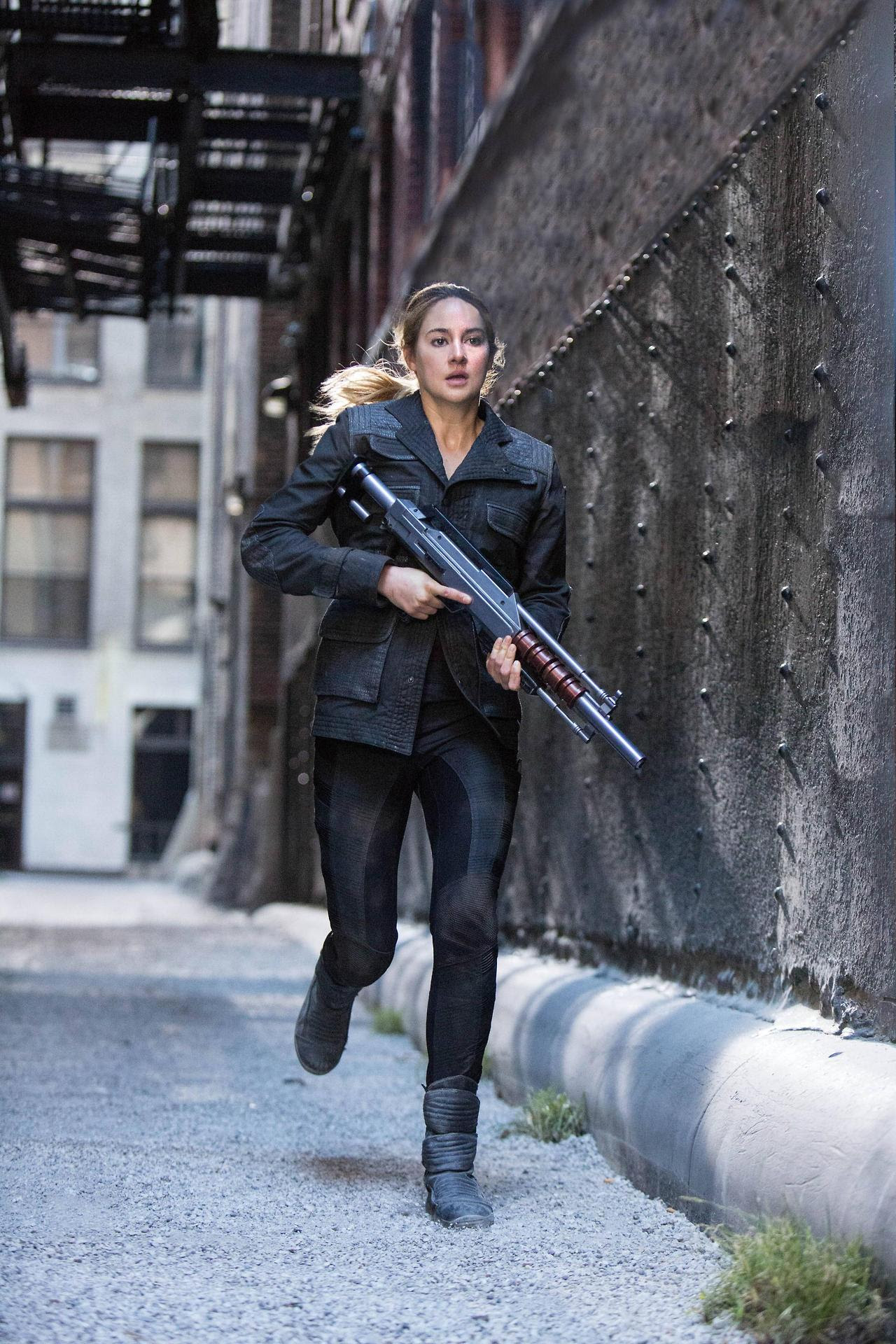 http://fandomnetnews.files.wordpress.com/2014/03/divergentstill19.jpg