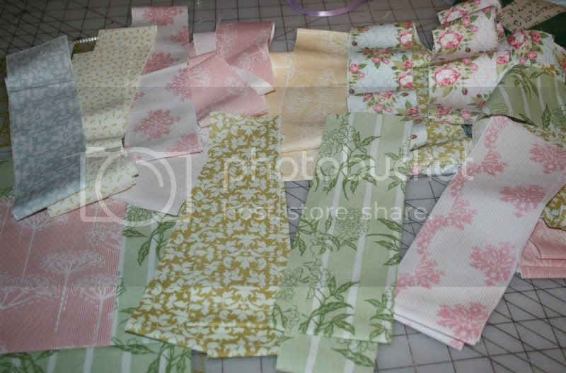 quilt-along-fabrics.jpg picture by Dielledl