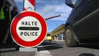 Imatge d'arxiu de controls policials a la frontera de la Jonquera
