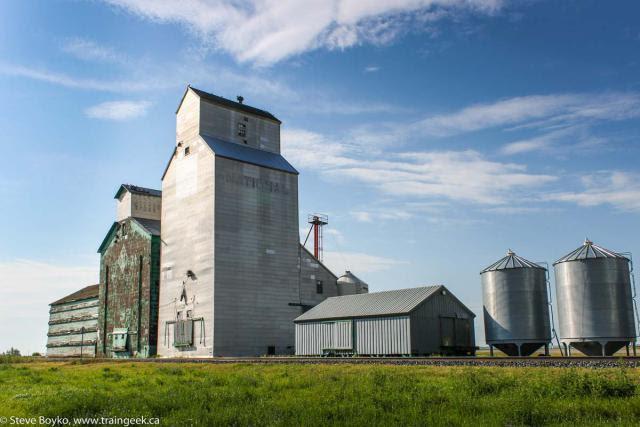 Grain elevator in Sintaluta, SK