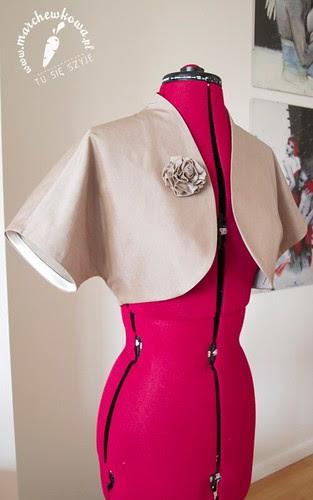 blog, marchewkowa, szycie, krawiectwo, moda, vintage, retro, 50s, wykrój, bolerko, żakiet, bawełna, róża z materiału, tasiemka atłasowa, marchewkowa pracownia, tu się szyje
