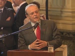 Ex-governador Tarso Genro fala durante cerimônia transição do cargo (Foto: Reprodução/RBS TV)