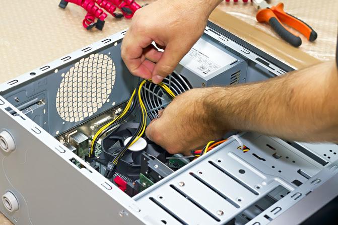 Montando computador hardware (Foto: Pond5)