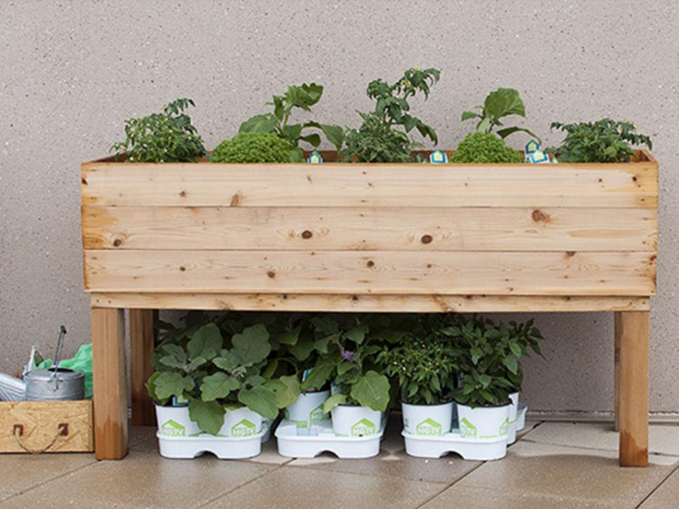 How to Build an Elevated Wooden Planter Box | DIY