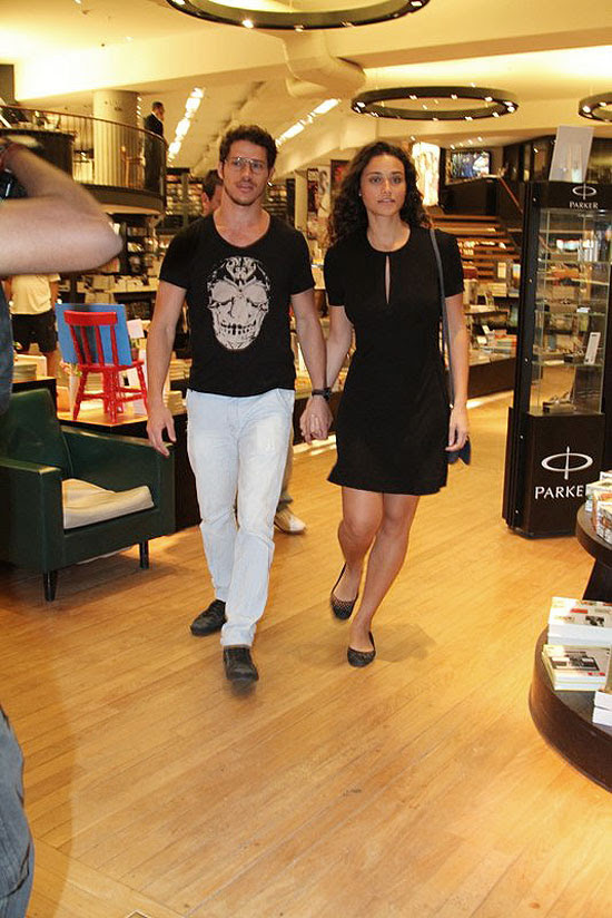 José Loreto e Débora Nascimento logo apareceram publicamente de mãos dadas. Foto: Anderson Borde/AgNews