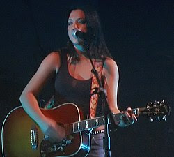 Michelle Branch in October 2003 mod.jpg