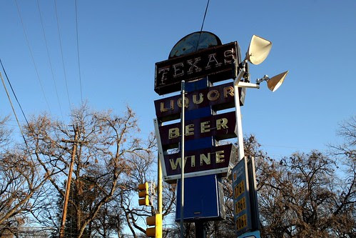 liquor store neon sign in dallas